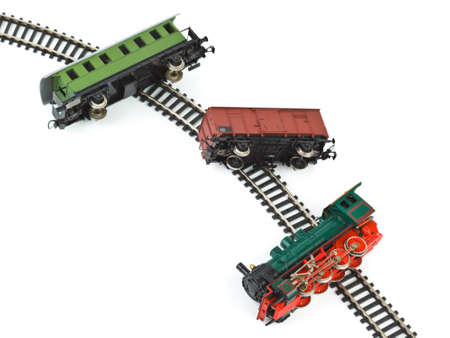 juguetes: Crash tren de juguete aislado sobre fondo blanco Foto de archivo
