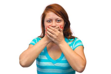 boca cerrada: La mujer cerró la boca sobre fondo blanco