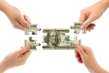 手とお金パズルに孤立した白い背景 写真素材