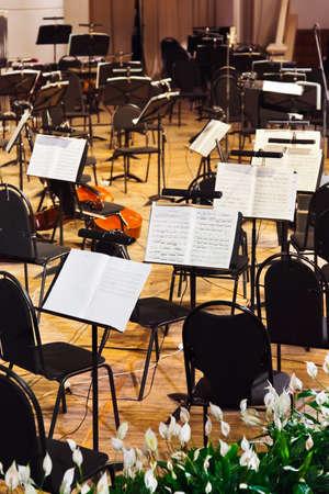 Musikinstrumente und Noten - art background