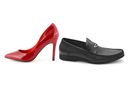 白い背景で隔離の男性と女性の靴