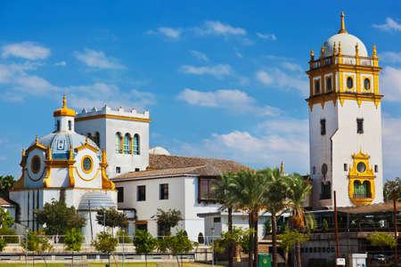 宮殿はスペインのセビリアで自然と建築の背景