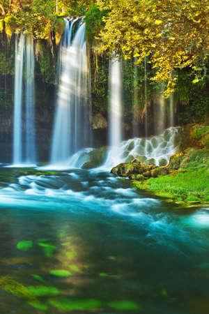 自然の旅行背景 - トルコのアンタルヤで滝 Duden