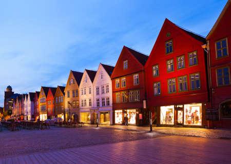 ノルウェー、ベルゲン - アーキテクチャの背景で有名なブリッゲン通り