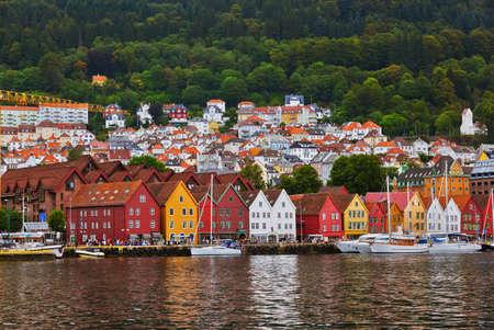 Beroemde Bryggen straat in Bergen, Noorwegen - architectuur achtergrond
