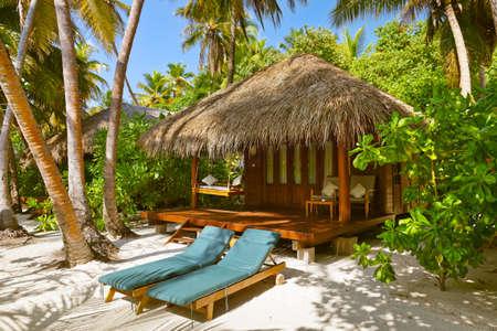 Beach bungalow - Maldives vacation background 版權商用圖片