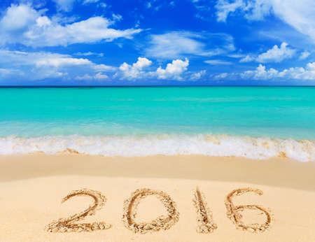 Numéros de 2016 sur la plage - notion vacances fond Banque d'images - 48008141