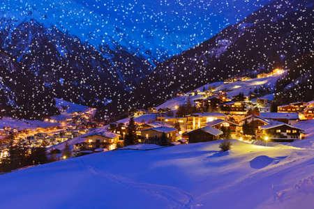 Bergen skigebied Sölden Oostenrijk - natuur en architectuur achtergrond Stockfoto