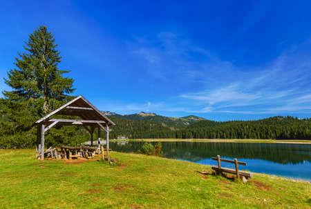 Black Lake (Crno Jezero) dans Durmitor - Monténégro - fond Voyage nature Banque d'images