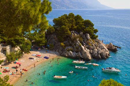 Strand van Brela, Kroatië - resort reizen achtergrond Stockfoto