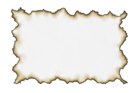 papel viejo con los bordes quemados aislado en el fondo blanco