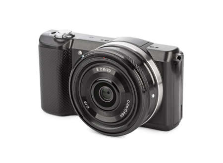 Mirrorless Foto-Kamera auf weißem Hintergrund Standard-Bild - 60027832