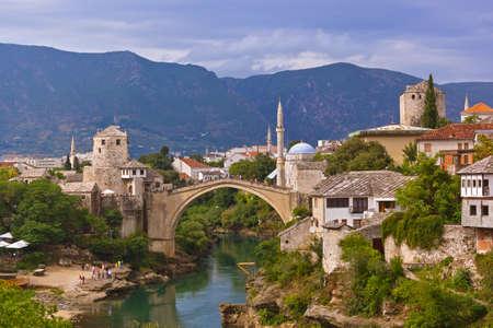 モスタル、ボスニア ・ ヘルツェゴビナの古い橋