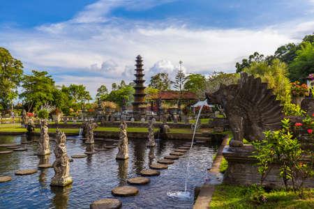 Wasserpalast Tirta Ganga in Bali Indonesien Standard-Bild - 64810802