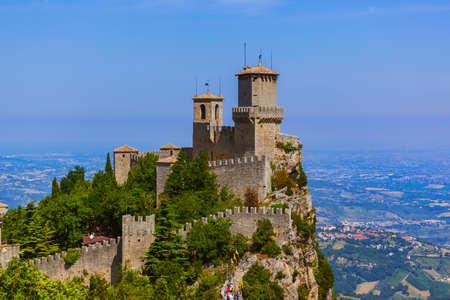 Kasteel van San Marino Italië - architectuur achtergrond Stockfoto - 72431580