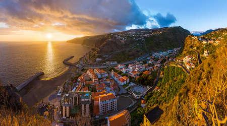 Stad Ribeira Brava in Madeira Portugal - reisachtergrond Stockfoto