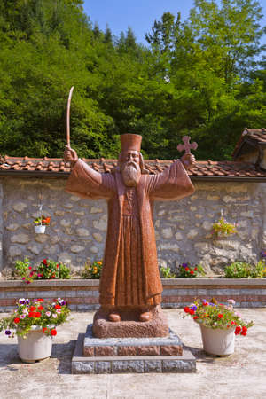 中世修道院の Raca - セルビア - 建築旅行の背景