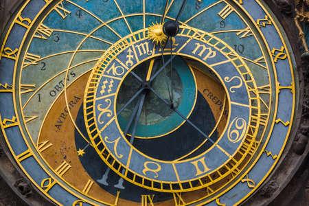 Stary zegar astronomiczny w Pradze - Czechy - tło podróży i architektury Zdjęcie Seryjne