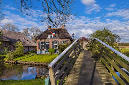Typical dutch village Giethoorn in Netherlands - architecture background Standard-Bild - 122108402