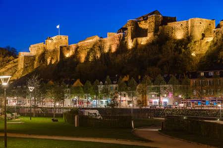 BOUILLON, BELGIUM - APRIL 19, 2017: Village and Castle on April 19, 2017 in Bouillon Belgium. Redactioneel