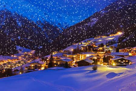 Bergen skigebied Sölden Oostenrijk - natuur en architectuur achtergrond
