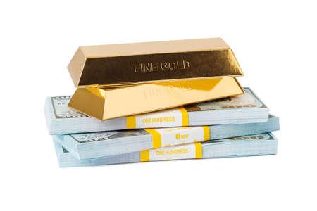 Piles d'argent et or isolé sur fond blanc