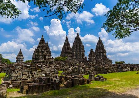 Temple de Prambanan près de Yogyakarta sur l'île de Java en Indonésie - fond de voyage et d'architecture Banque d'images
