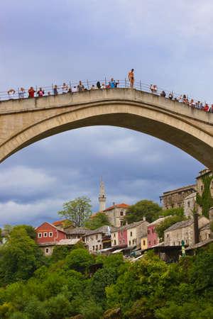 MOSTAR, BOSNIA AND HERZEGOVINA - SEPTEMBER 05: Jumping from the Old bridge on September 05, 2015 in Mostar, Bosnia and Herzegovina. Publikacyjne