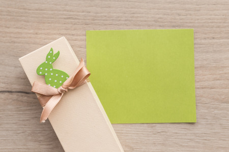 Green empty paper sheet with gift box decorated with ribbon Banco de Imagens
