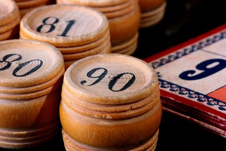 Counters for game in a lotto in the form of kegs and cards for this game.