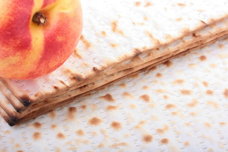 Matza is the substitute for bread during the Jewish holiday of Passover. 版權商用圖片