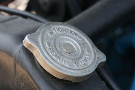 radiador: Cubierta de metal en un viejo radiador para refrigeraci�n del motor.