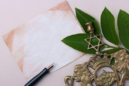 pesaj: Menor� junto a un viejo pedazo de papel. Agregar el texto del documento.