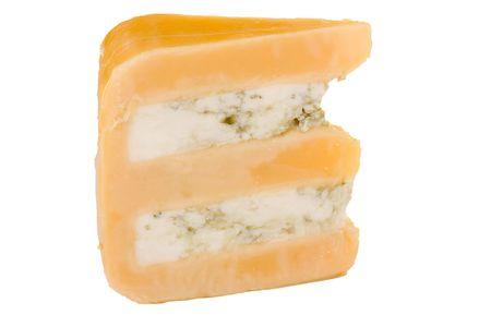 グロスター チーズ白い背景の青いチーズ スライス。