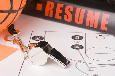 arbitros: Los equipos y un resumen de un entrenador de baloncesto muy experimentado.