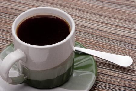 grigiastro: Tazza in ceramica e piattino con grigiastro verde per bevande calde.