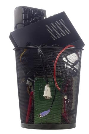 trash basket: Negro reciclado de hardware inform�tico en una papelera negro aislada en blanco. Foto de archivo