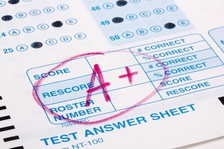 grading: Close-up foto de una calificaci�n perfecta en una prueba de Scantron. Foto de archivo