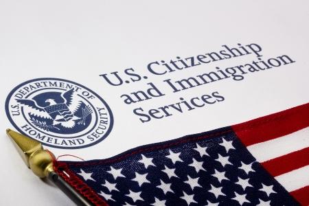 american flags: Fotograf�a de un EE.UU. Departamento de Seguridad logotipo.