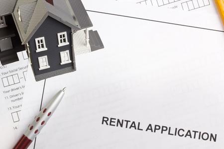 직접 주택 임대 응용 프로그램의 사진 위. 스톡 콘텐츠