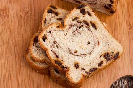 pone: Sweet bread with cinnamon and raisins for dessert.