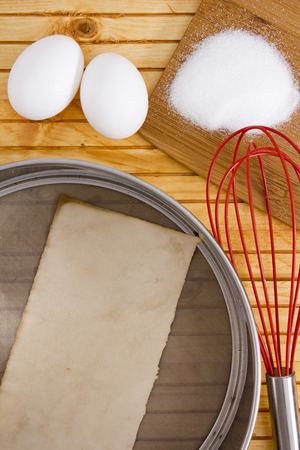 bolter: Chef is sieve, whisk to mix the ingredients. Stock Photo