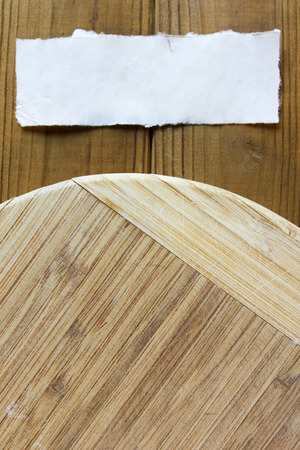 Chopping cutting board round shape with an information note.