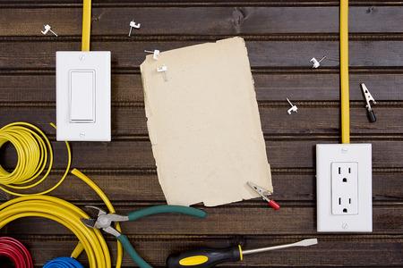 the switch: Attrezzature e strumenti per l'installazione di prese e interruttori elettrici.
