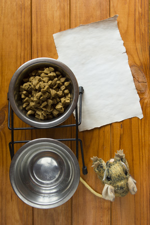 crackling: Food in the metal bowl for your pet.