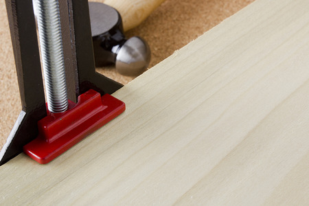 carpenter vise: Angle clamp for mounting components at right angles.