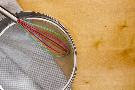 bolter: Sieve to work with flour on a wooden table working surface. Stock Photo