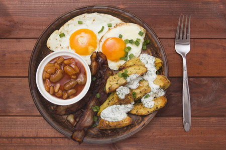 bacon baked beans: Tight breakfast, baked potatoes, canned beans, bacon and eggs.
