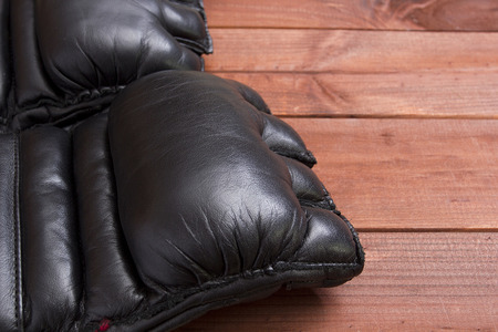 artes marciales mixtas: Leather Gloves for fighting without rules and boxing. Foto de archivo