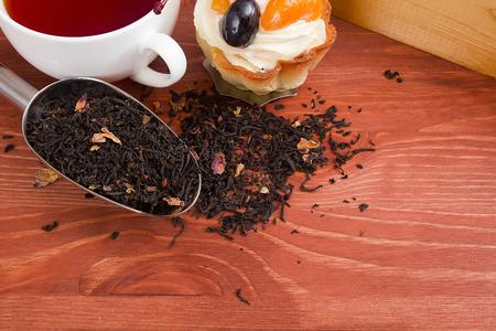 measuring spoon: Measuring spoon for packaging industrial bulk materials with leaf tea.